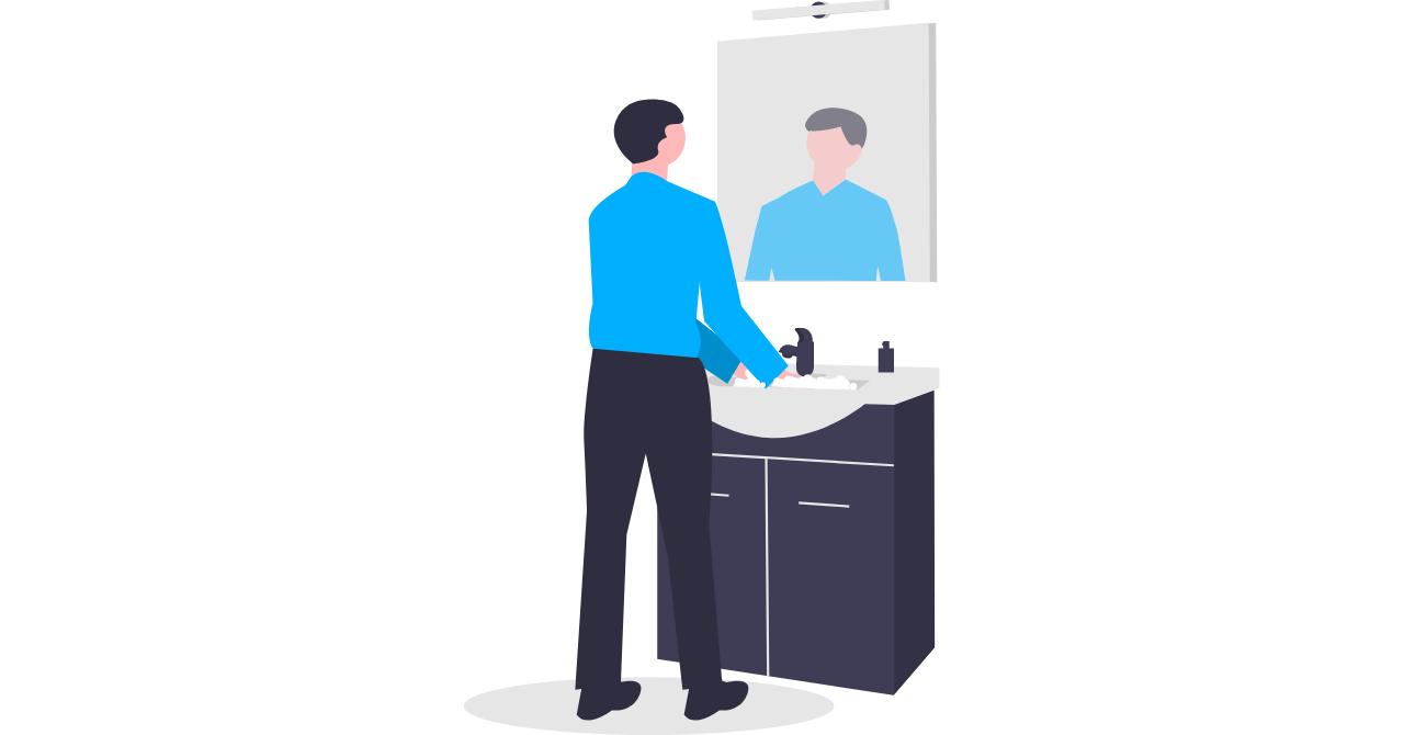 鏡で自分を確認する男性